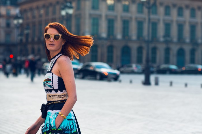 Amber Venz, Mary Katrantzou Stamp Dress, Dolce Gabbana Gold Sunglasses, Paris Fashion Week, Street Style, Top Blogger, Fashion, gold heels